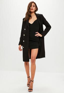 Czarny wełniany płaszcz z guzikami