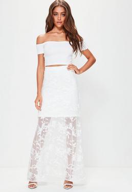 Falda larga de encaje en blanco