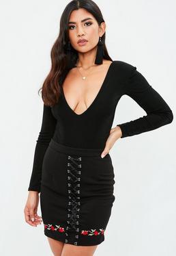 Czarna spódniczka z kwiatowym haftem i wiązaniem