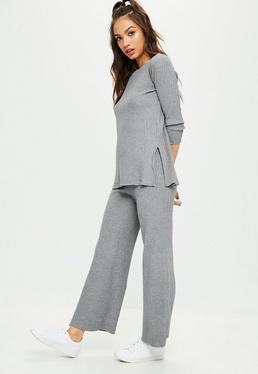 Conjunto pantalón y top de punto de canalé en gris