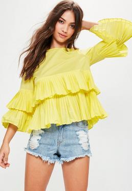 Blusa con bajo plisado en amarillo