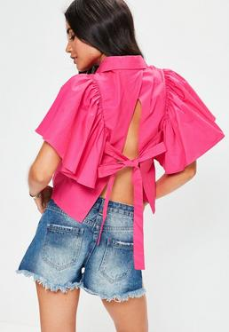 Różowa koszula z odkrytymi plecami i falbanami