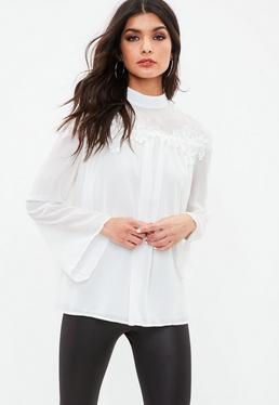 Biała bluzka z zabudowanym dekoltem