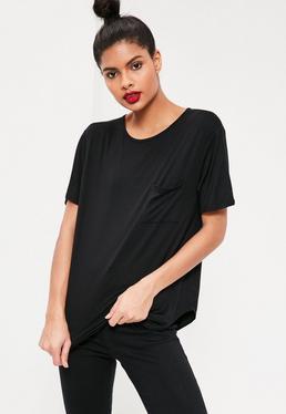 Camiseta básica con un bolsillo negra