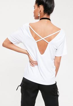 T-shirt blanc à col en V et lanières croisées au dos