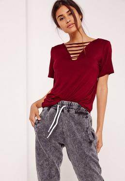 T shirt bordeaux col en V effet lacets
