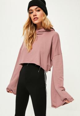 Różowa krótka bluza z kapturem i szerokimi rękawami
