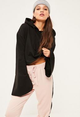 Czarna krótka rozkloszowana bluza z kapturem