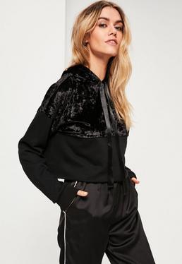 Geteiltes Sweatshirt mit Kapuze aus Samt in Schwarz