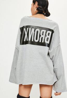 Szara bluza z szerokimi rękawami i nadrukiem na plecach