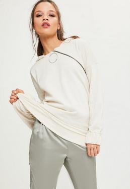 Kremowa bluza z kapturem z ozdobnym zamkiem