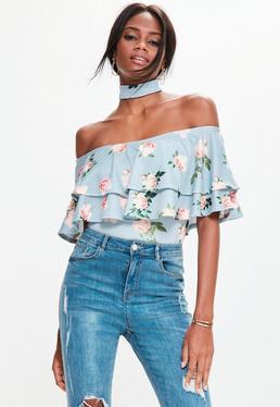 Schulterfreier Bardot Choker-Body im Pastell-Blumenmuster mit Carmen Rüschenvolants in Blau