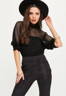 T-shirt noir en résille à froufrous