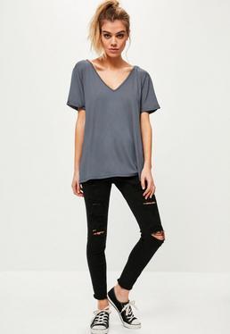 Camiseta boyfriend con escote en v gris