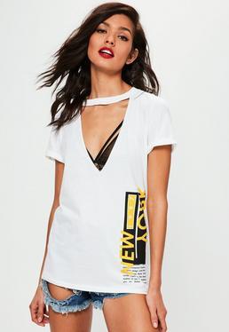 Biały wycięty T-shirt z nadrukiem New York i chokerem