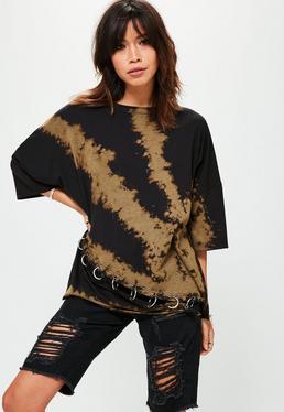 Czarny luźny T-Shirt z efektem wybielacza i metalowymi zdobieniami