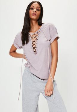 Fioletowy t-shirt wiązany na dekolcie