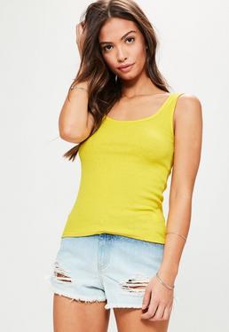 Żółty prążkowany top na szerokich ramiączkach