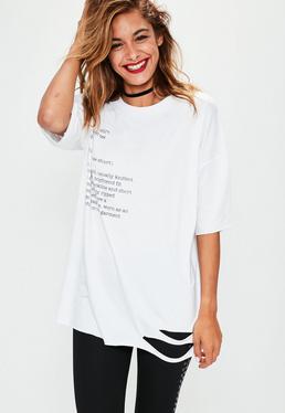 Biały pocięty graficzny T-shirt z napisami