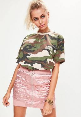 Barbie x Missguided Zielony luźny T-Shirt moro z logo Barbie