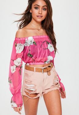 Crop top bardot de rejilla con estampado floral en rosa
