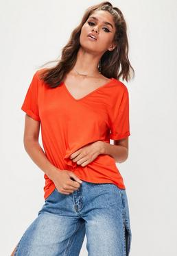 Camiseta boyfriend con escote en v en naranja