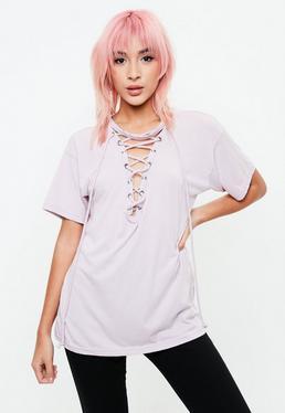Camiseta de escote entrelazado en morado