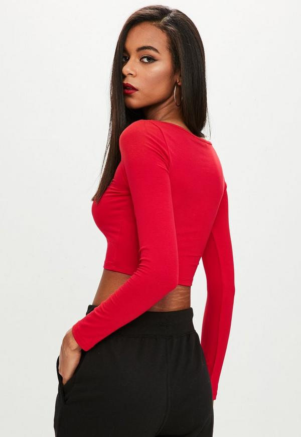 Rock a long sleeve asymmetric jersey top with faux leather pants or team a long sleeved ribbed top with a cool fedora and grungy ripped jeans - this versatile style has all of your looks covered.