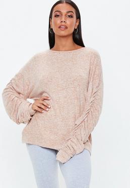 Beżowy lekki sweter z marszczonymi rękawami