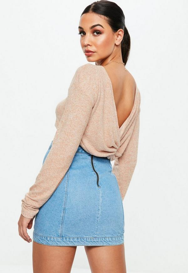 Get ready for summer in this stylish crop top. It features long sleeve, open back and solid color. Pair it top with your fave skirt and platform stilettos to complete your look.
