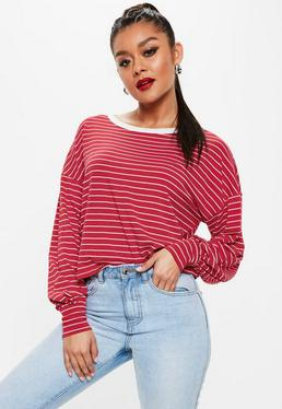 Camiseta ancha con hombros caídos a rayas en rojo