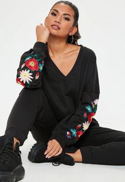 Czarna bluza z dekoltem V