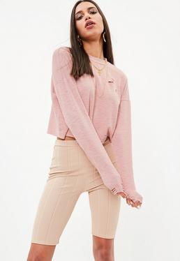 Różowy prążkowany top z długimi rękawami i dziurami