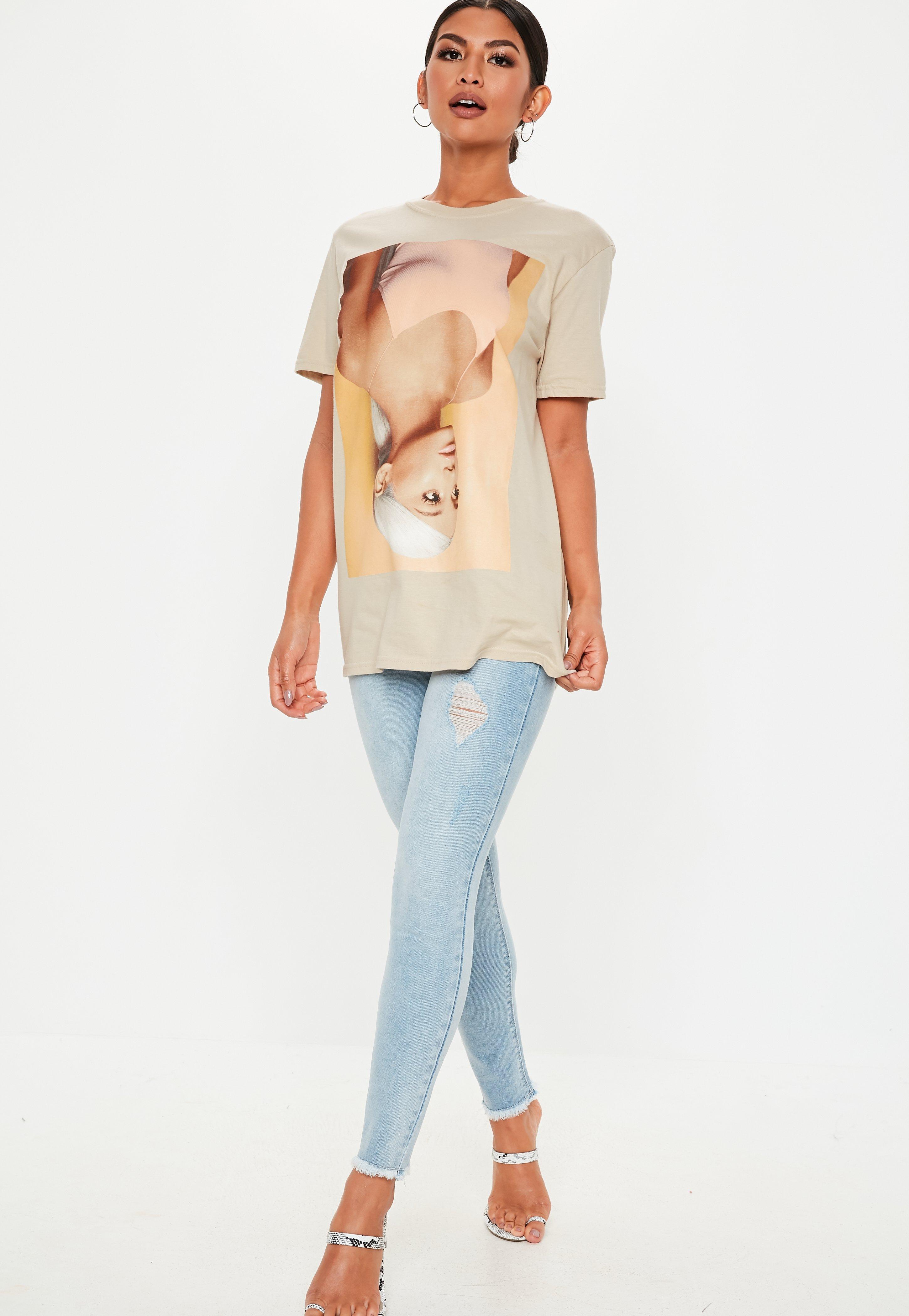 245cc9a6 Camiseta Ariana Grande en marrón claro