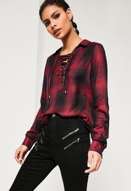 Chemise rouge à carreaux et lacets