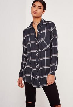 Chemise à carreaux bleu marine et poche sur le devant