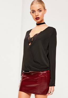 Czarna kopertowa bluzka z koronkowym braletem