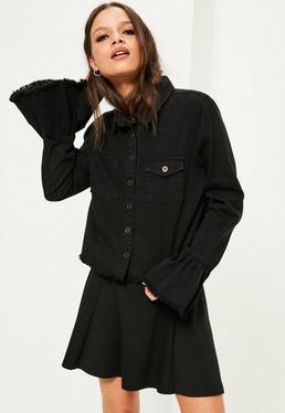 Czarna jeansowa koszula z ozdobnymi falbankami na rękawach