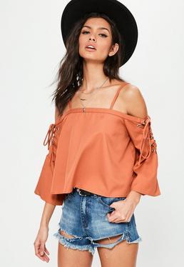 Pomarańczowa bluzka bardot z ozdobnymi wiązaniami