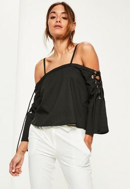 Czarna bluzka bardot z ozdobnymi wiązaniami na rękawach