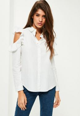 Biała koszula z wyciętymi ramionami i falbankami
