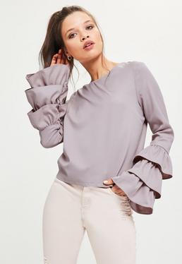 Fioletowa bluzka z ozdobnymi falbanami na rękawach