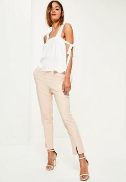 Biała bluzka na ramiączkach z ozdobnym wiązaniem