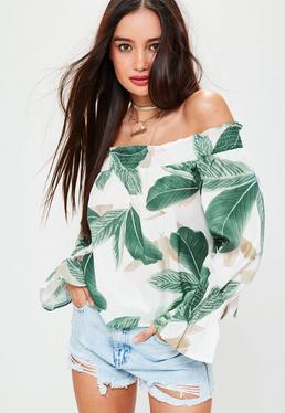 Biała bluzka bardot w tropikalny wzór