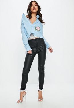 Camisa con rosas bordadas espalda con volantes en azul