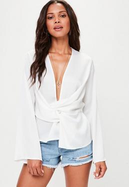 Blusa con frontal cruzado en blanco