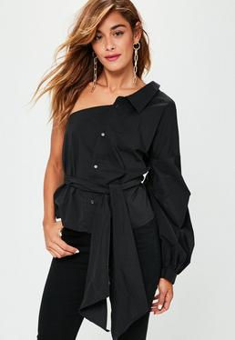 Camisa de escote asimétrico con mangas abullonadas en negro