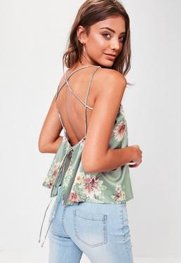 Top de tirantes con espalda cruzada de flores en verde