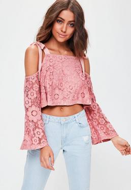 Różowy koronkowy top z długimi rękawami