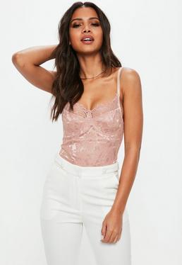 Carli Bybel x Missguided Body de encaje en rosa